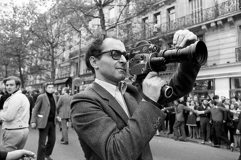 Photo Serge Hambourg. Jean-Luc Godard filmant une manifestation.