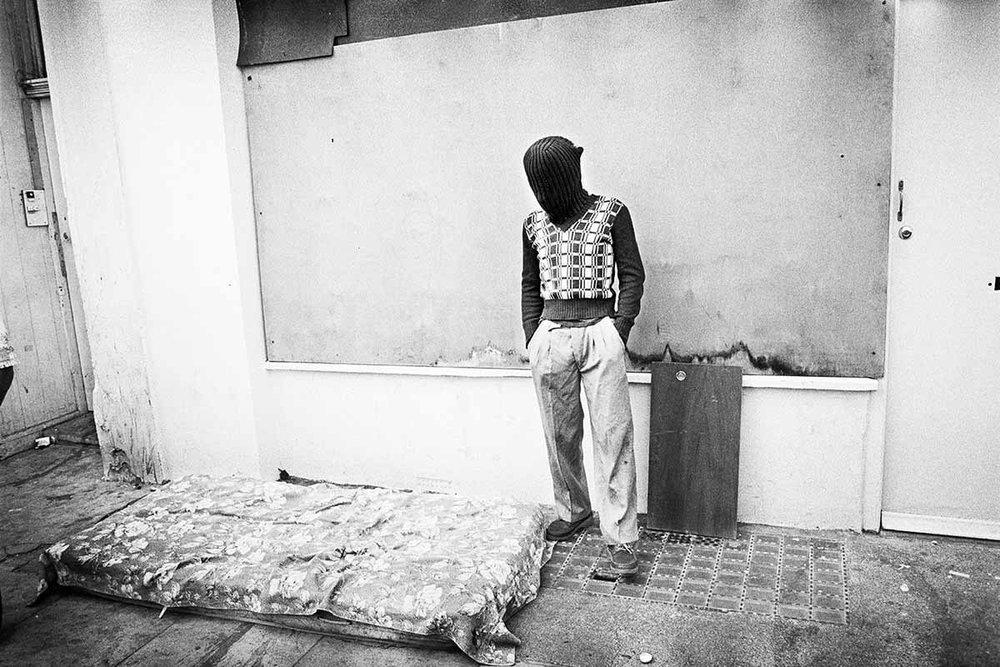 Mark Cawson : Man in Psychosis, All Saints Road, 1979 C-Print Photograph. Voir  exposition à l'ICA