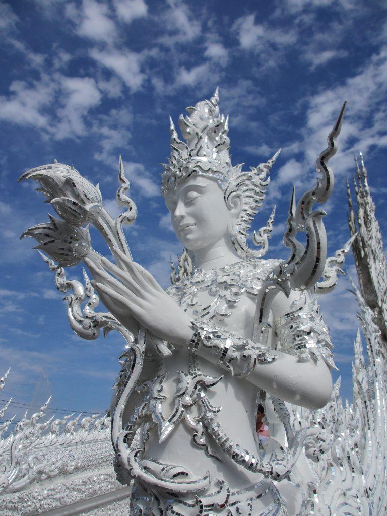 Wat-Rong-Khun-le-temple-blanc-12.jpg