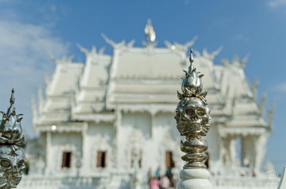 Wat-Rong-Khun-le-temple-blanc-4.jpg