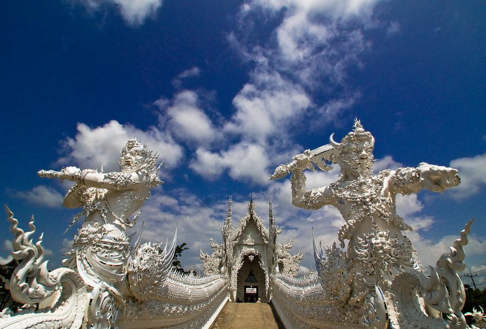 Wat-Rong-Khun-le-temple-blanc-7.jpg