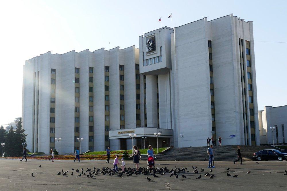 Place Sovietskaya la bien nommée.