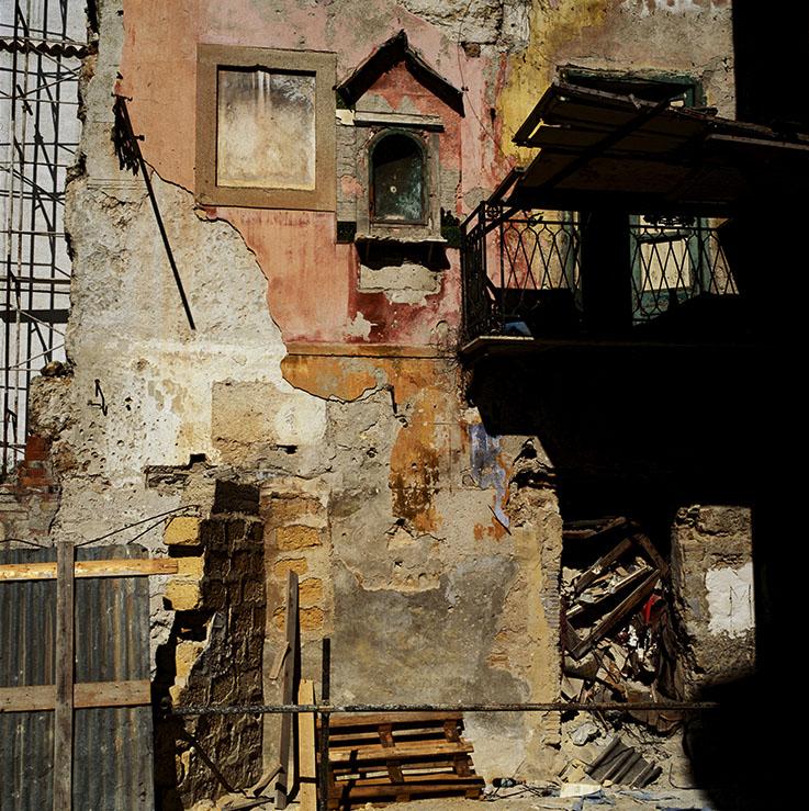 ©Didier Ben Loulou, SUD-  Ancienne niche de la dévotion,  façade d'une maison de Palerme, Sicile, 2002