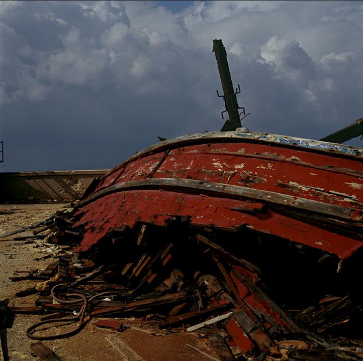 ©Didier Ben Loulou, SUD,  Jaffa, La barque éventrée .