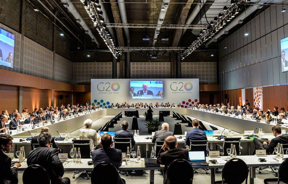 Les pays du G20 acceptent l'aggravation du réchauffement climatique - Écologie   Les émissions de gaz à effet de serre sont repartis à la hausse dans 15 des 20 pays du G20, les éloignant progressivement et irrémédiablement d'une trajectoire conforme aux objectifs de 2°C – et idéalement 1,5°C – pris dans le cadre de l'Accord de Paris. Réunis deux jours en Argentine, les chefs d'Etat ou de gouvernement des vingt pays les plus puissants de la planète ont donc fini par entériner un réchauffement climatique supérieur à 3,2°C.