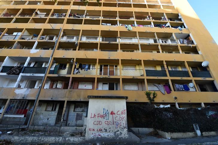 Un immeuble vétuste du Parc Corot, le 27 novembre 2018 à Marseille/AFP