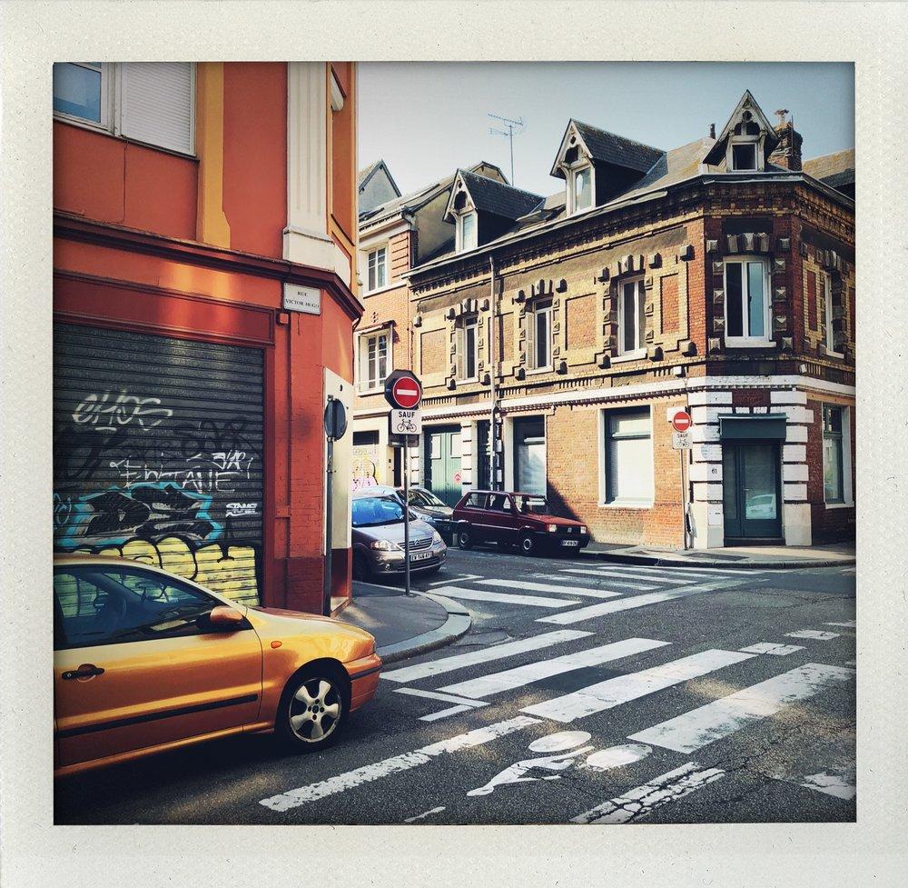 Je voudrais une ville, par Emmanuel Delabranche - Prise de parole | je voudrais une ville claireje voudrais une ville moins fièreje voudrais une ville où jamais on ne perd ni l'homme ni la main
