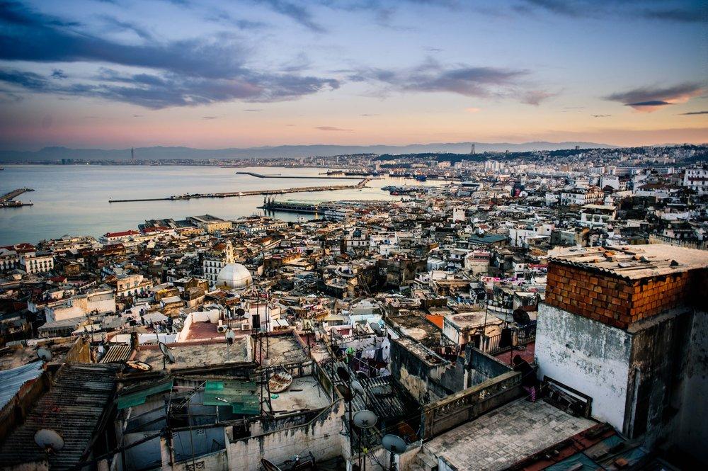 La baie d'Alger depuis les hauteurs de Casbah; 2017. Photo Mahdi Aridj ( en vente ici )