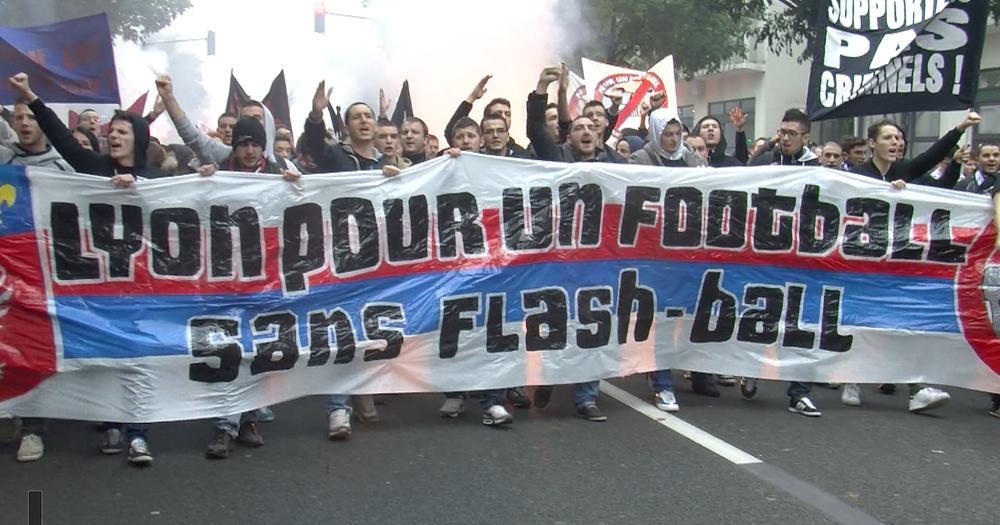 """Il y a dix ans, les supporters avaient vu juste : """"Lois spéciales aujourd'hui pour les ultras, demain pour toute la cité !"""" -"""