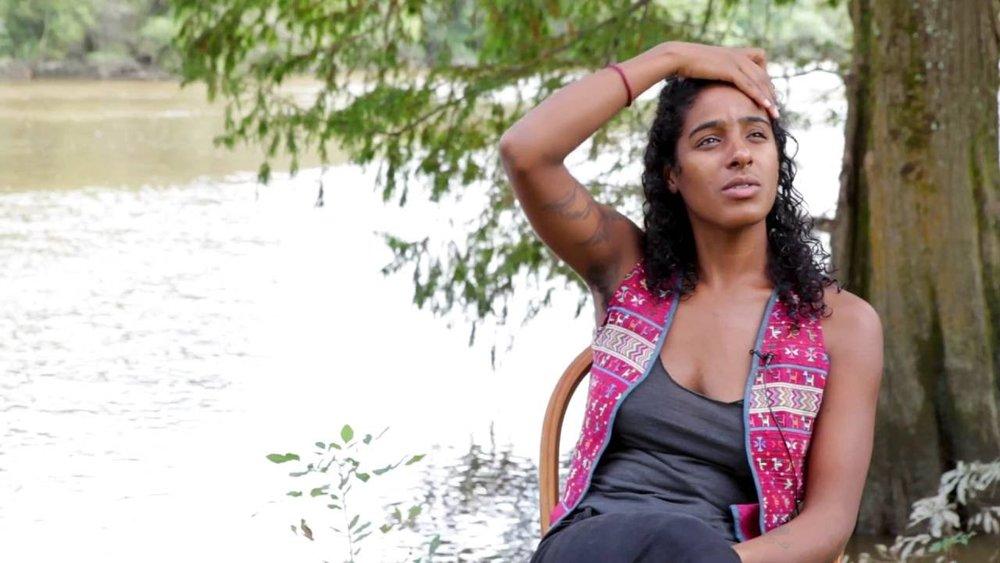 Leyla McCalla et son très réjouissant (anti-) Capitalist Blues - Musique | Après deux albums folk Vari-Colored Songs en 2013 et A Day For The Hunter, A Day For The Prey en 2016, chantés en anglais, français et créole, Leyla McCalla, Haïti-descendante et néo-orléanaise d'adoption lâche son violoncelle et branche l'électricité sur son troisième, un Capitalist Blues qui analyse les effets dudit au pays de Trump. Ses chansons portent un message fondamental : même si nous nous sentons accablés par toutes les injustices qui nous entourent, nous devons résister et ne pas succomber.