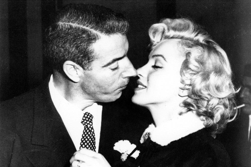 Joe DiMaggio, héros américain et amoureux délaissé de Marilyn par Jerome Charyn - Livres   Jerome Charyn s'est attaché à l'amoureux éconduit de Marilyn Monroe. Mariée neuf mois au héros du baseball, elle quitta Joe DiMaggio pour Arthur Miller, mais fit appel à lui à chaque crise existentielle qu'elle traversa. Enquête avec un style inimitable et une chute magnifique.