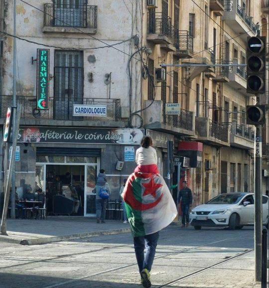 Une journée clownesque à marquer d'une pierre noire dans l'histoire de l'Algérie. Par Samir Nedjraoui -