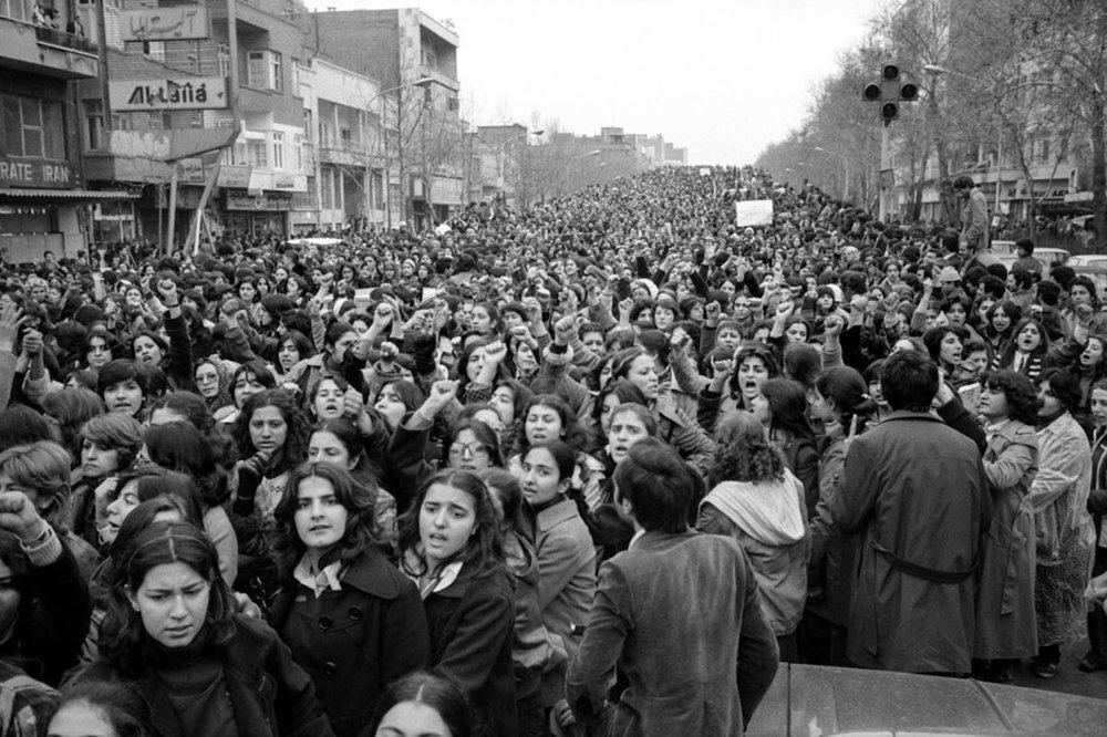 Soutien total aux iraniennes qui défient la tyrannie des autorités religieuses et des politiciens machistes -