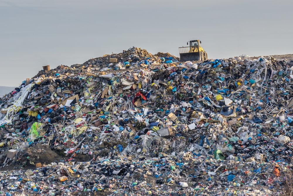 Au-delà de l'écologie - Une anthologie de déchets et d'hommes-déchets : dialogue avec Guido Viale -