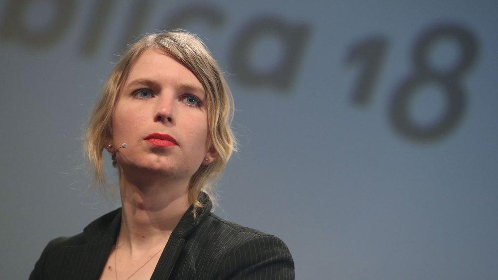 Chelsea Manning, à nouveau emprisonnée pour une durée indéfinie tant qu'elle refusera de témoigner devant un grand jury enquêtant sur l'affaire WikiLeaks. Son comité de soutien a fait savoir le 6 avril qu'elle était enfin  sortie du statut de prisonnier à l'isolement  dans laquelle elle a passé ses vingt-huit premiers jours de détention dans la prison d'Alexandria, Virginie..