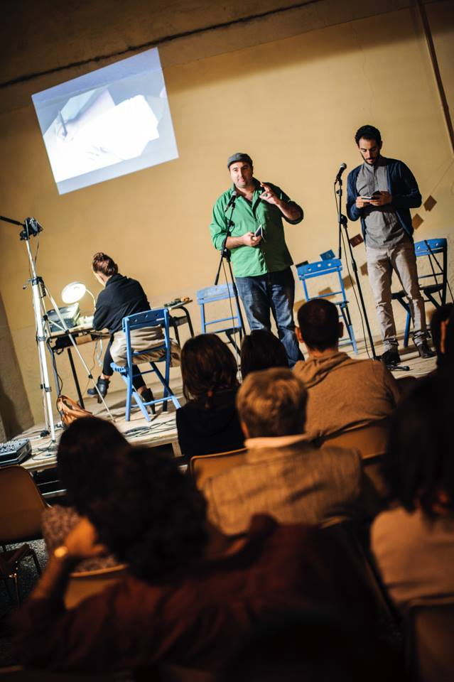 Azzurra Cecchini illustrating the poem live, whilst Marco Inguscio recites the Italian 'Passaporto'. Parlate di luce, Carosino, September 2013.