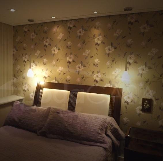 Cabeceira da cama com pendentes
