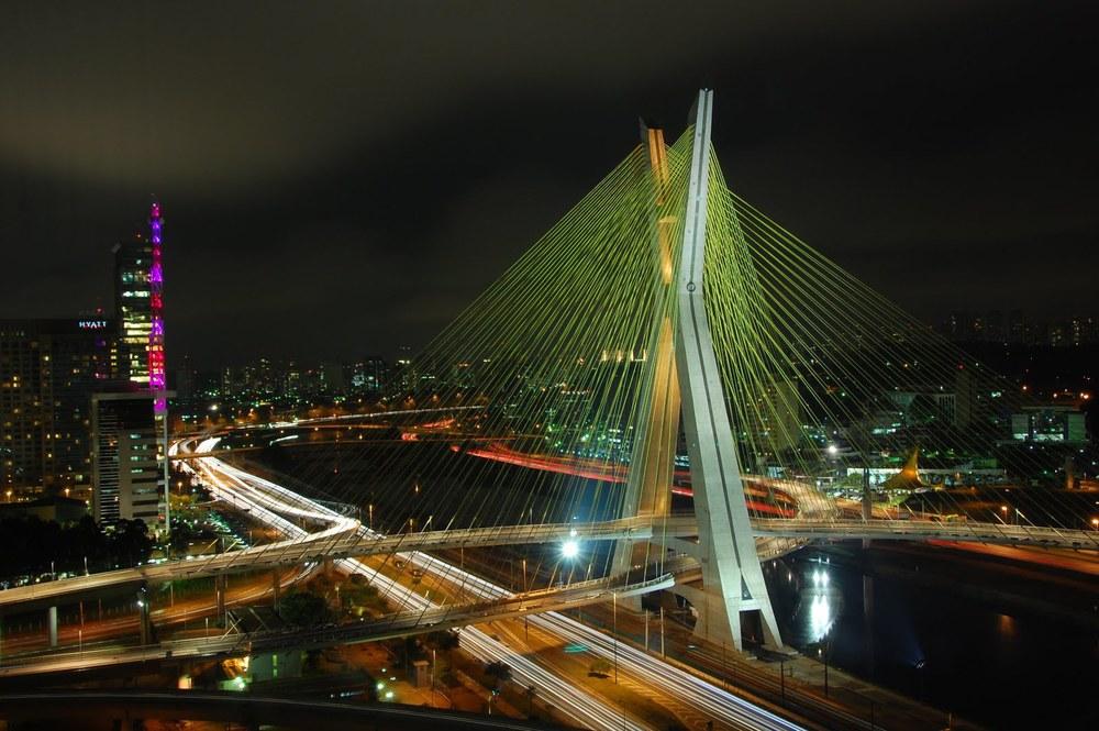 A bela ponte estaiada.