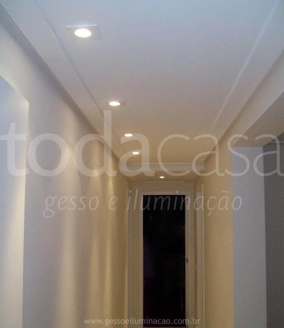 forro-spots-moldura-circulacao-dicroicas-na-parede-1.jpg