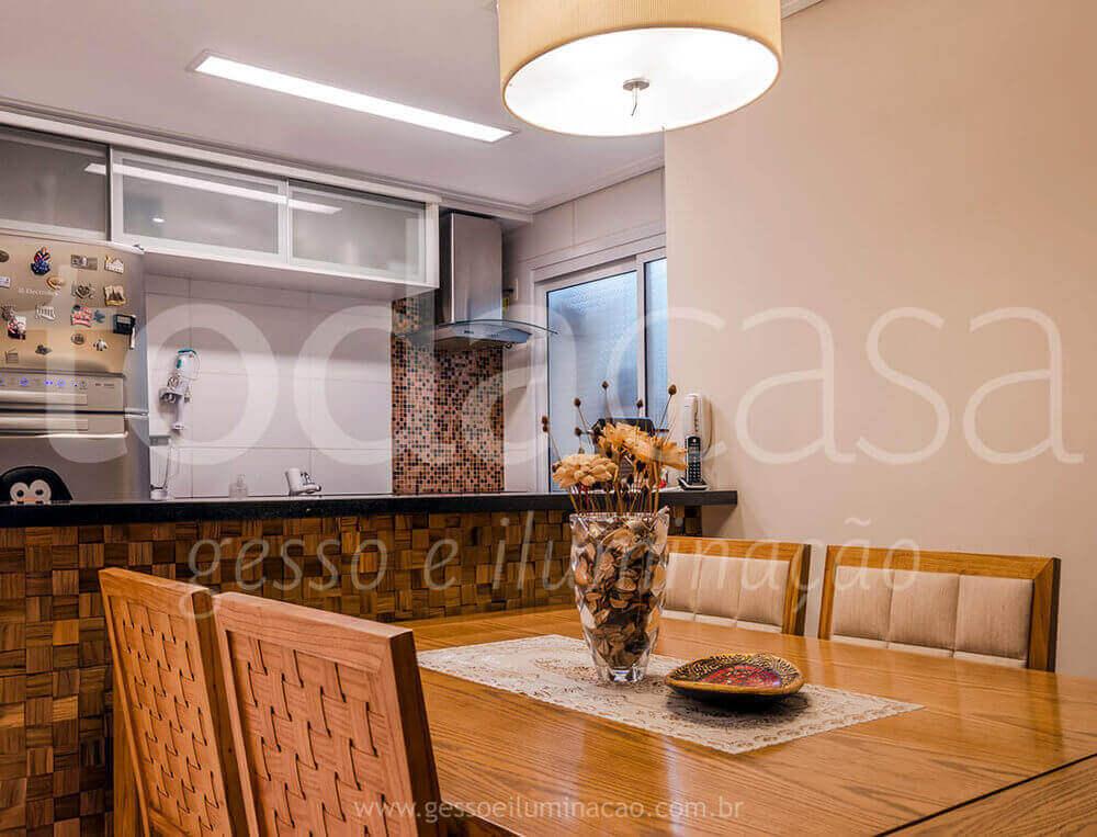 cozinha-com-forro-luminaria-interlight-com-led-sala-de-jantar-cozinha-americana.jpg