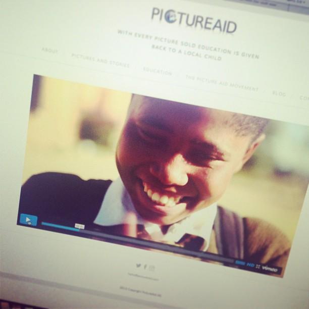 For å se mer av Mpho's fantastiske smil - gå inn på www.pictureaid.com, sett av noen minutter å nyt den fantastiske minidokuen @kristofferkumar og @svenarildstorberget har laget for oss! :) #TheKingdomofChildren