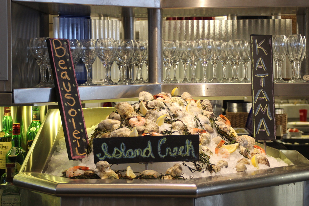 Lookout oyster fans! Robert's Maine Grill has plenty of different oysters for you to dive into at the raw bar.