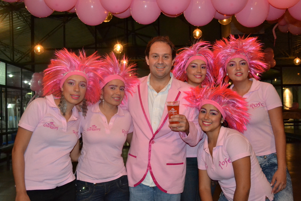 """Todo resulta """"ultra pink"""" en esta llamativa cerveza."""