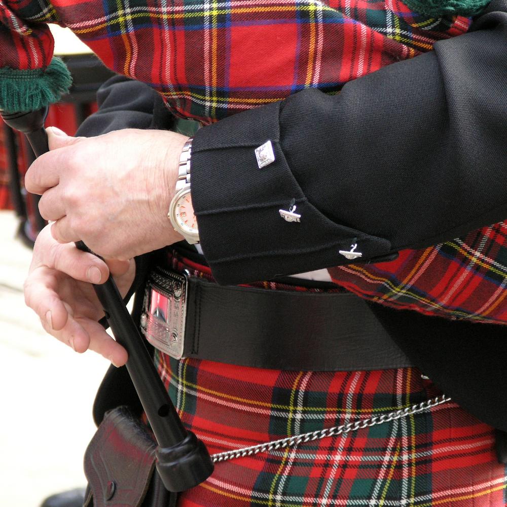 El kilt tiene un pequeño bolso hacia el frente ya que no cuenta con bolsillos.