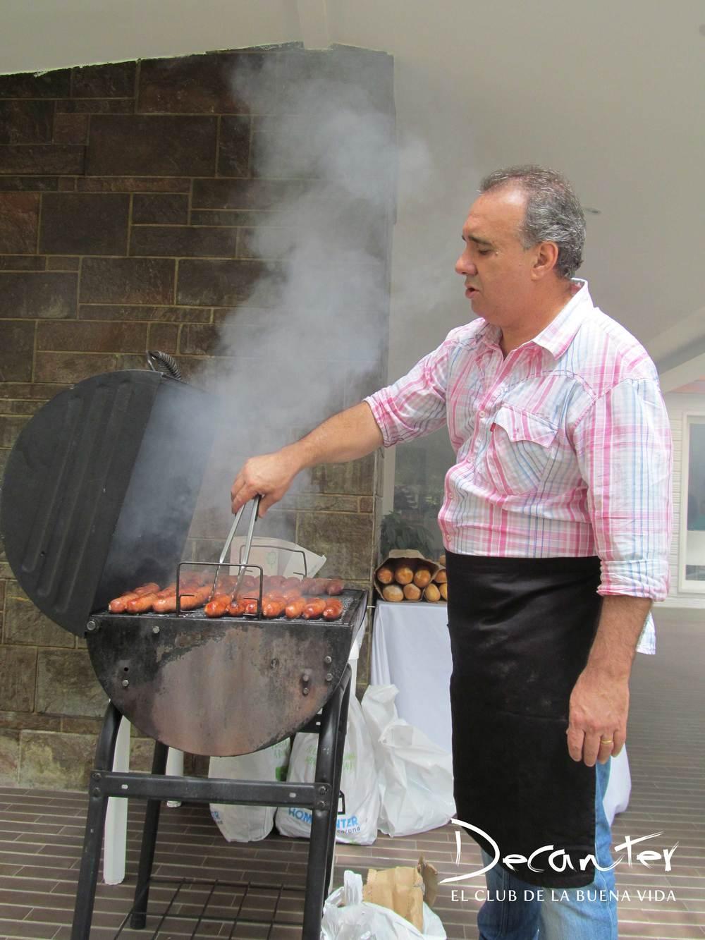 Palero fue el encargado del almuerzo de la tarde en Medellín, con sus reconocidos y deliciosos choripanes.