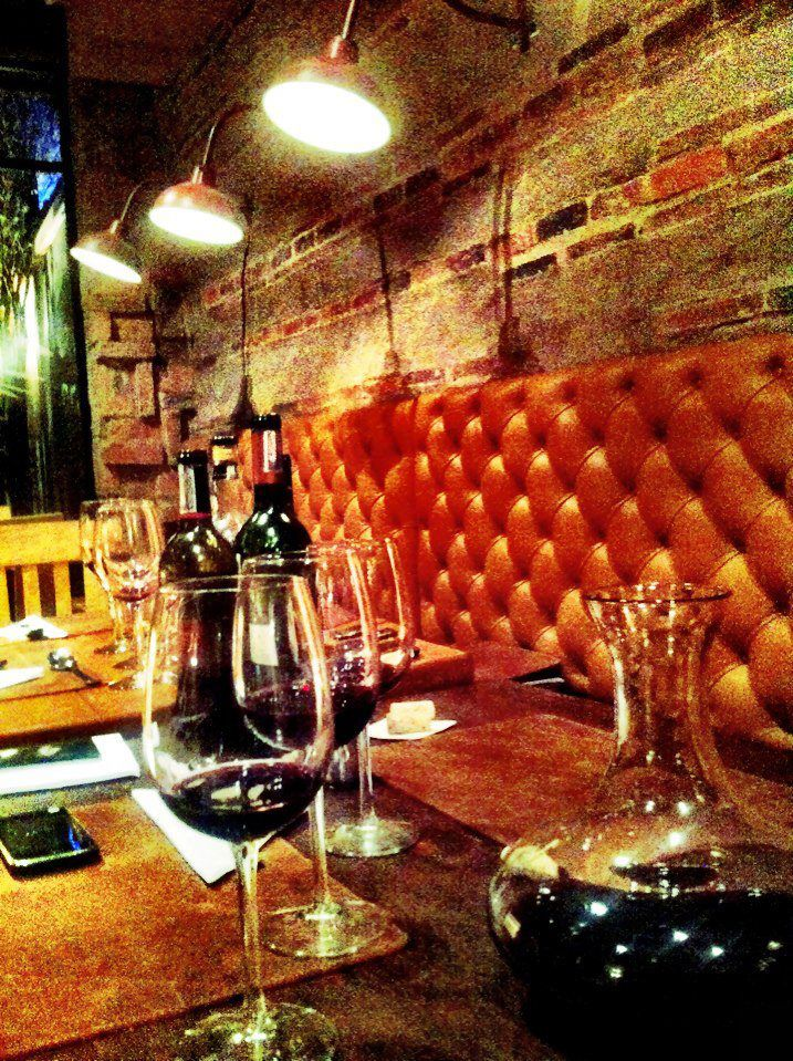 El vino no es un invitado más en Casa Fuego, se trata de uno de los invitados centrales de la mesa en este restaurante de Usaquén.