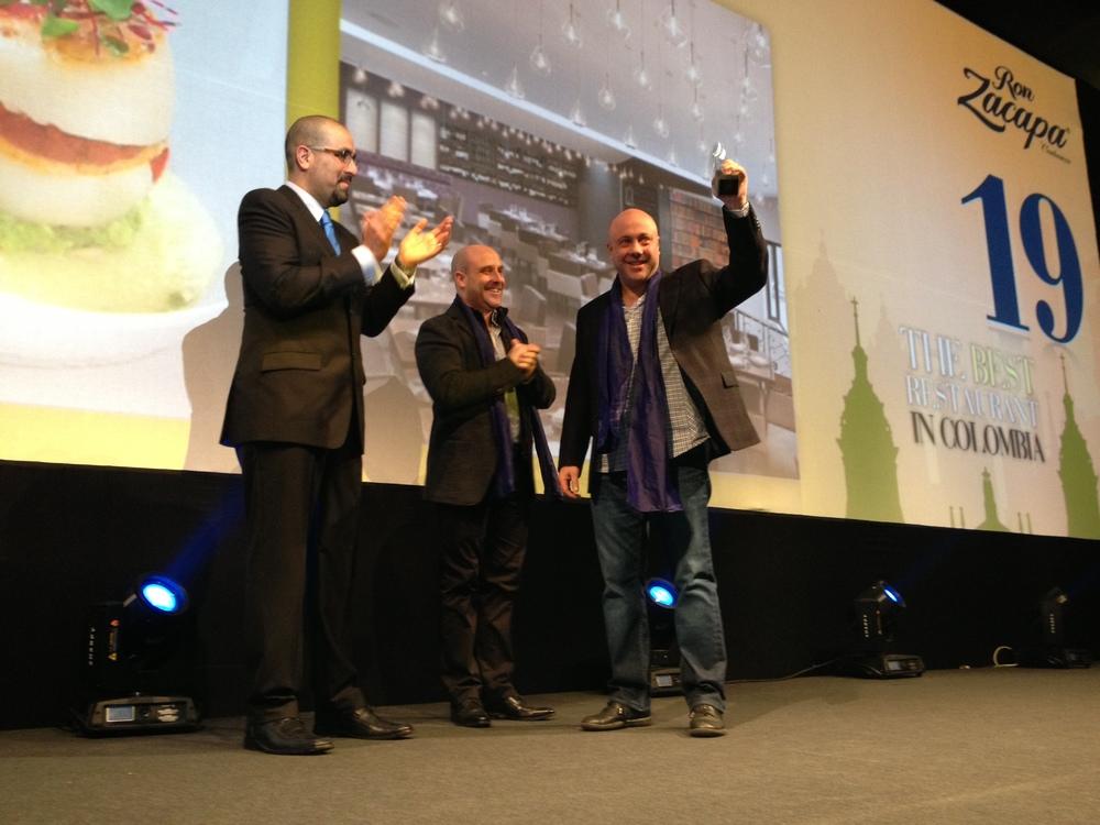 Los hermanos Jorge y Mark Rausch reciben su reconocimiento como mejorrestaurante de Colombia, entre los 50 mejores de América Latina, listaen la que se ubicaron el puesto No. 19.