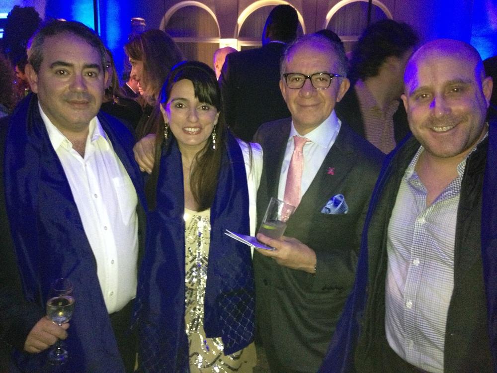 El periodista gastronómico Hugo Sabogal, representante de Wines of Argentina, uno de los patrocinadores del evento y Mark Rausch con otros asistentes.
