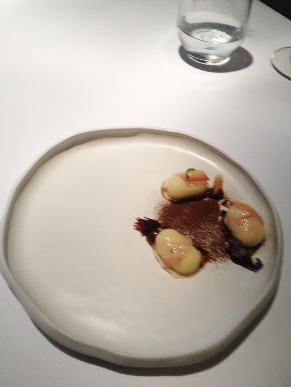 Ñoquis de papa amarilla, lardo, hongos y huacatay, el tercer plato de El triunfo.
