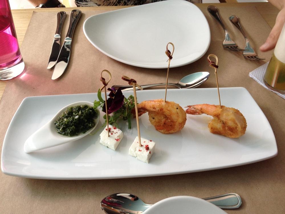Langostinos, queso, chimichurri, una mezcla sorprendente.