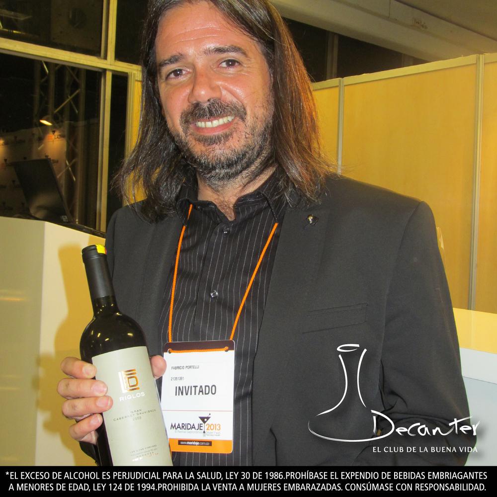 """Fabricio Portelli, invitado por Wines of Argentina para dar la charla Premium Tasting Argentina durante Maridaje, presenta el Gran cabernet sauvignon de Riglos, una de las botellas servidas en la noche de """"Más allá del malbec""""."""