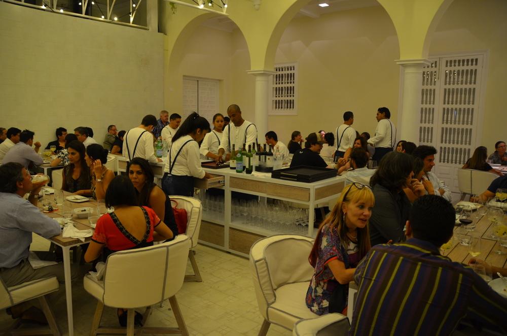 La Barra, espacio de ambiente y cocina más informal.
