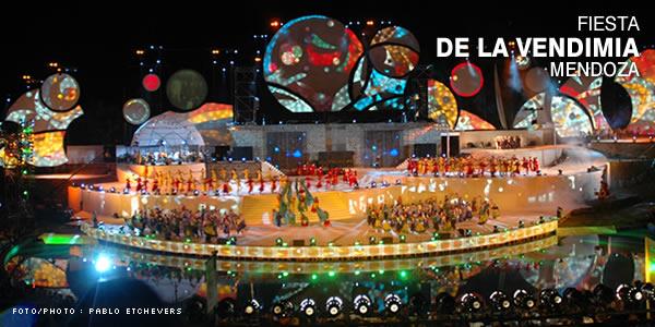 Mientras turistas y habitantes de Mendoza disfrutan del carnaval, en las bodegas es una época de trabajo arduo y decisivo, durante el cualel enólogo y su equipo apenas duermen.