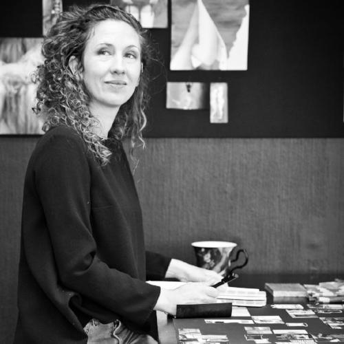 Patricia Trambevski  driver sedan 10år ISELA- designstudio som jobbar med uppdrag som inredare, produkt och kläddesigner, föreläsare, konstprojekt och kreatörscoach mm. Hon har i många år arbetat som designer och inredare med kreativ processer inom många olika branscher och har mycket erfarenhet av att skapa en helhet med den egna kreativiteten och koppla ihop den med trendanalys, koncept byggande och skapa utifrån många olika givna kommersiella ramar. Hon har även erfarenhet av många konstnärliga projekt. Både i egen regi och i samarbete med andra kreatörer. I dessa projekten är det oftast fritt skapande och hon arbetar med många olika material och uttryck. Just nu jobbar hon med en serie skulpturer.  Patricia har i många år arbetat med att föreläsa och coacha kreatörer i deras arbete med att utveckla den egna kreativiteten och lära sig behärska designprocessen och väva ihop den med sin egna kreativa uttryck. Hon brinner för att få kreatörer att blomma ut, njuta av sin förmåga och vara i sin fulla potential.