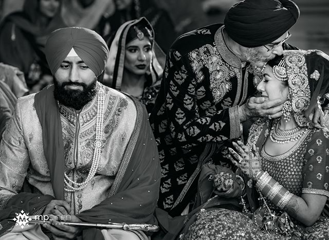 The ceremonial moment when the father gives away her daughter... @kavita1014 & Jagdeep wedding. #jagdeepdikavita #realwedding #realmoments #mpsinghphotography  @anaisevents @glitz_and_glamour_studio @mehndidesigner  #stocktonwedding #sikhwedding #anandkaraj #mehndi #nikonusa #nikonnofilter