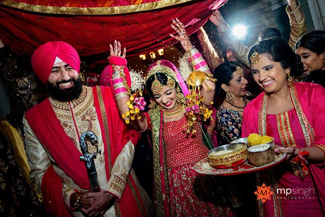 Doli, the bridal send off.  @kavita1014 & Jagdeep wedding. #jagdeepdikavita #realwedding #realmoments #mpsinghphotography  @anaisevents @glitz_and_glamour_studio @mehndidesigner  #stocktonwedding #sikhwedding #doli #ricethrow #nikonusa #nikonnofilter #madewithmagmod