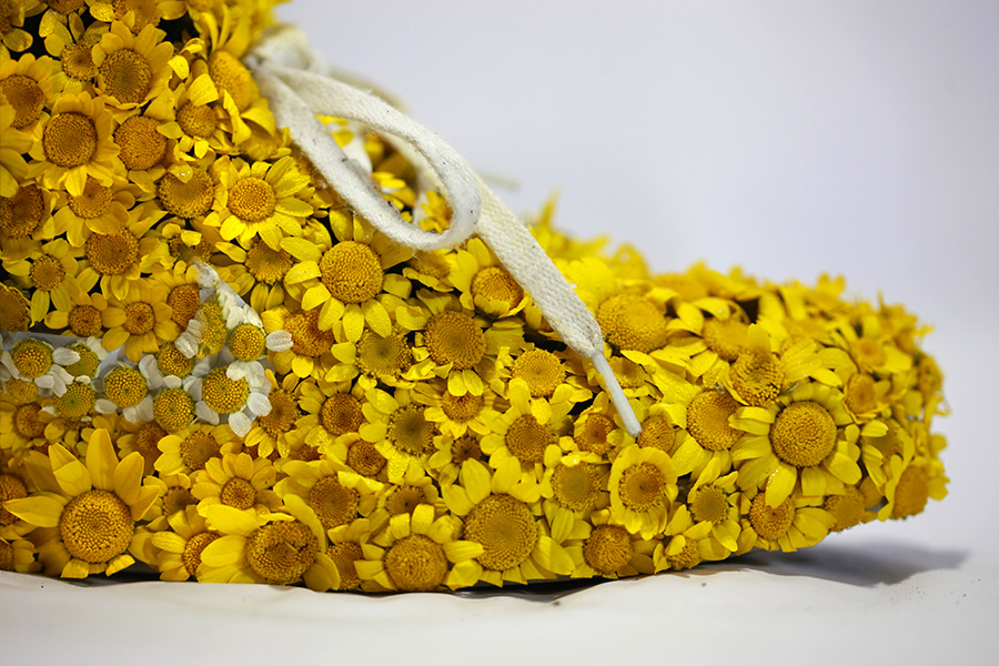 Nike_yellow_shoes_flowers_instagram_gros_plan1.jpg