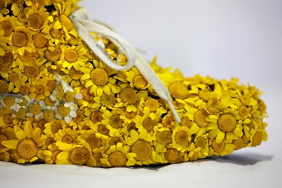 Nike_yellow_shoes_flowers_instagram_gros_plan1.jpg