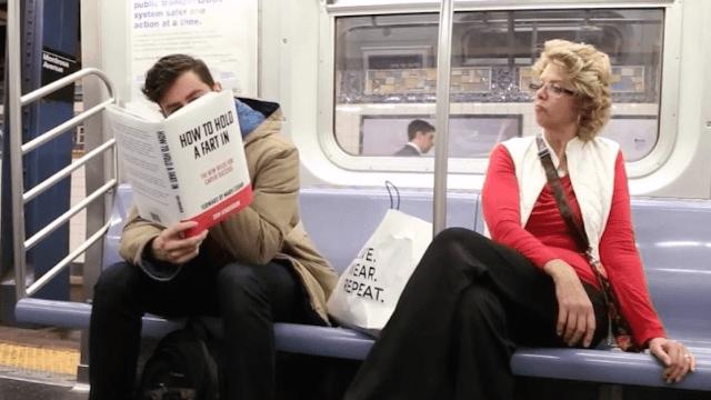 """Buchtitel, die wir uns im entscheidenden Moment schon immer gewünscht haben:  """"subway reading 1 & 2 & the unpresidented edition""""  Vol 01: https://youtu.be/jFxu9dOO4zk  Vol 02: https://youtu.be/2LyVVbhvStk  POTUS Ed.: https://youtu.be/uywdkkEnTNc"""