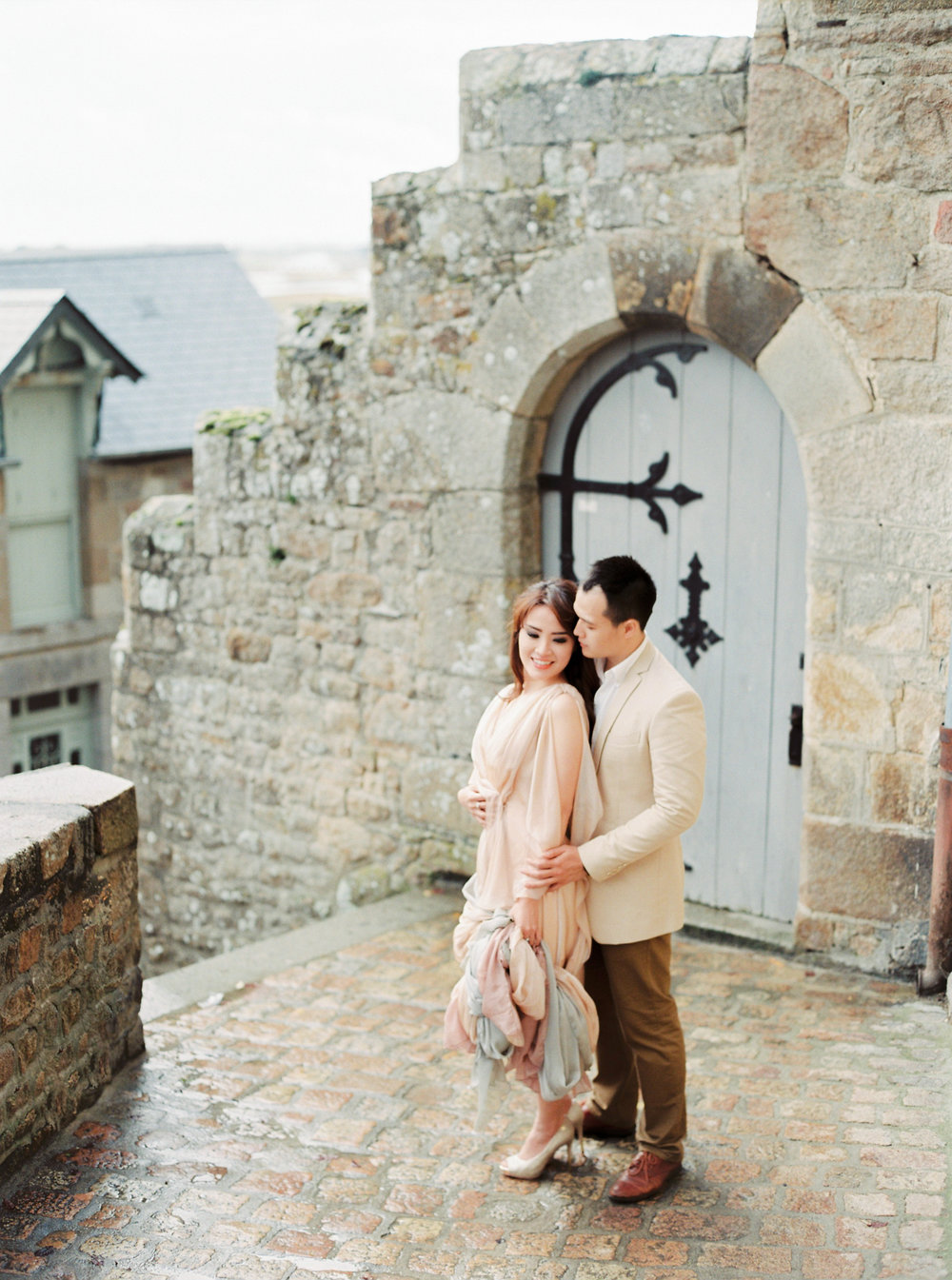 Destination engagement _ engagement in france _ mont saint-michel _ engagement photographer _ france wedding photographer _ 07.jpg