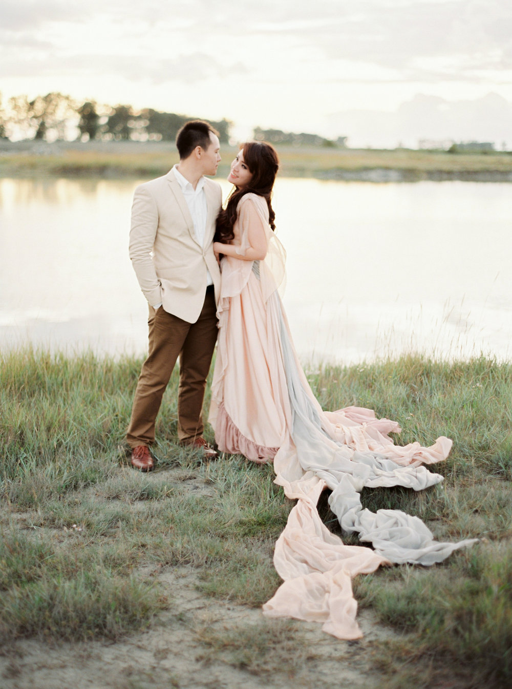 Destination engagement _ engagement in france _ mont saint-michel _ engagement photographer _ france wedding photographer _ 12.jpg