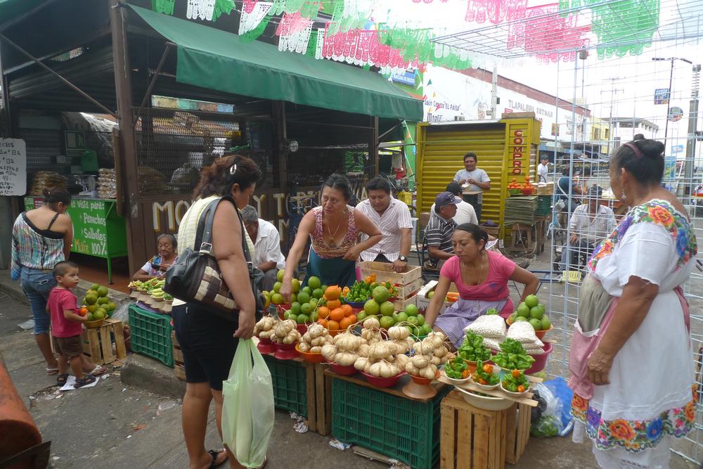 selling outside the mercato.jpg