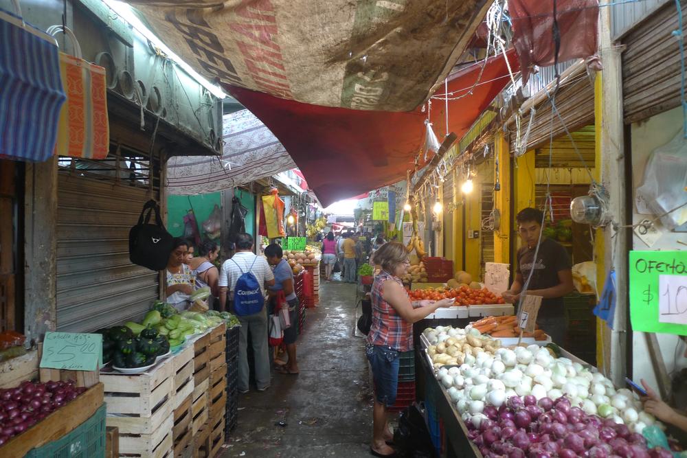 shopping in the mercato.jpg