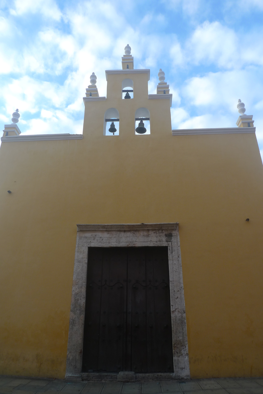 yellow capilla near cathedral.jpg