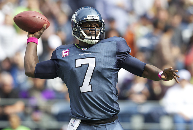 Tarvaris Jackson throwing the ball and looking hot.jpg