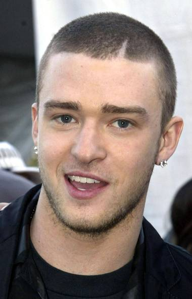 Justin Timberlake in 2002 with a shaved head.jpg